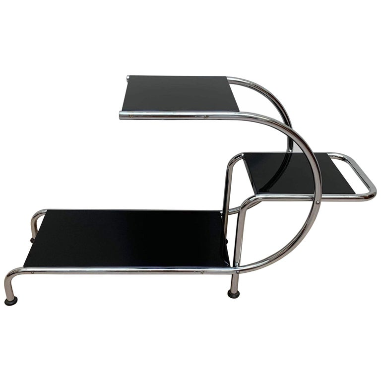 Bauhaus Steeltube Étagère, Chromed and Black, Germany, circa 1930 For Sale