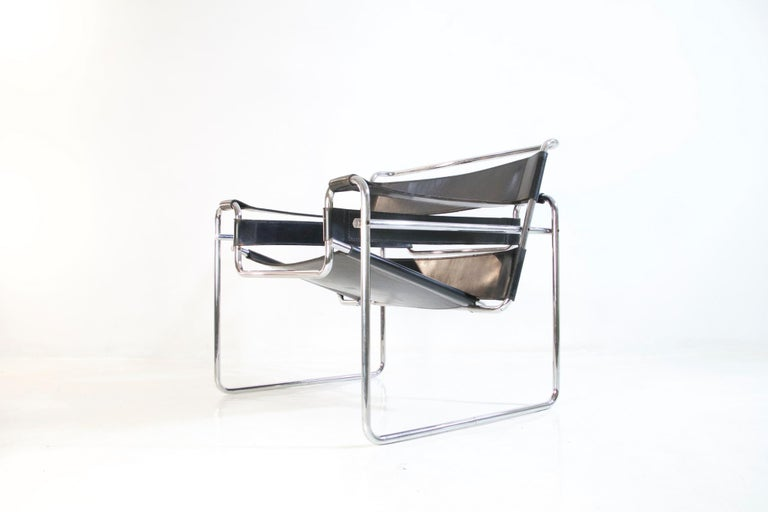Leather Bauhaus Wassily Chair by Marcel Breuer for Knoll International For Sale
