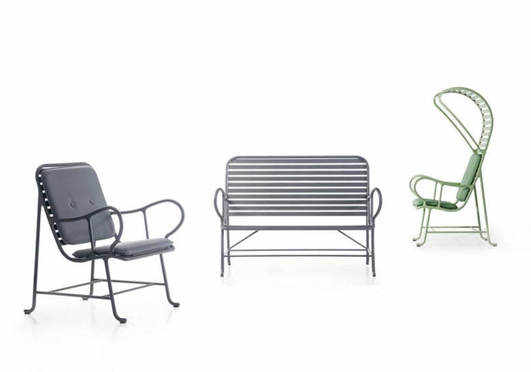 The gardenia outdoor collection by Jaime Hayon is composed of an armchair, bench and armchair with pergola. Structures are made of cast and extruded aluminium. Powder-coated white (RAL 9001), green (RAL 6021) or grey (RAL 7015) with Alesta by