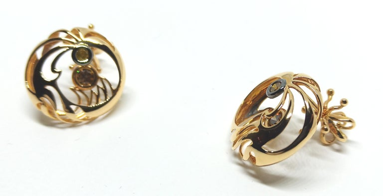 Be Ahead of the Curve with Contemporary Colored Diamond Clip-On Gold Earrings In New Condition For Sale In NEW DELHI, IN