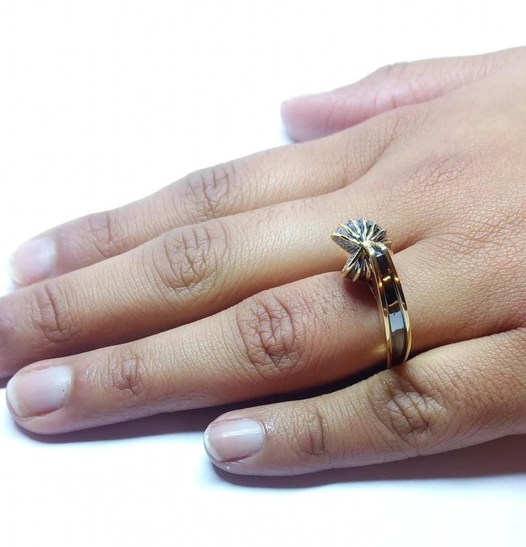 Be Ahead of the Curve with Contemporary One of a Kind White Diamond Gold Ring For Sale 8