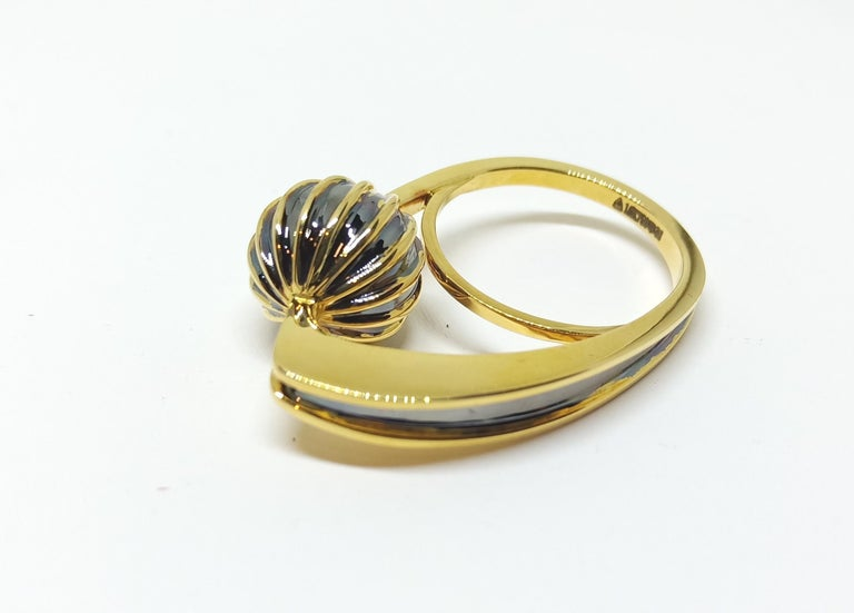 Round Cut Be Ahead of the Curve with Contemporary One of a Kind White Diamond Gold Ring For Sale