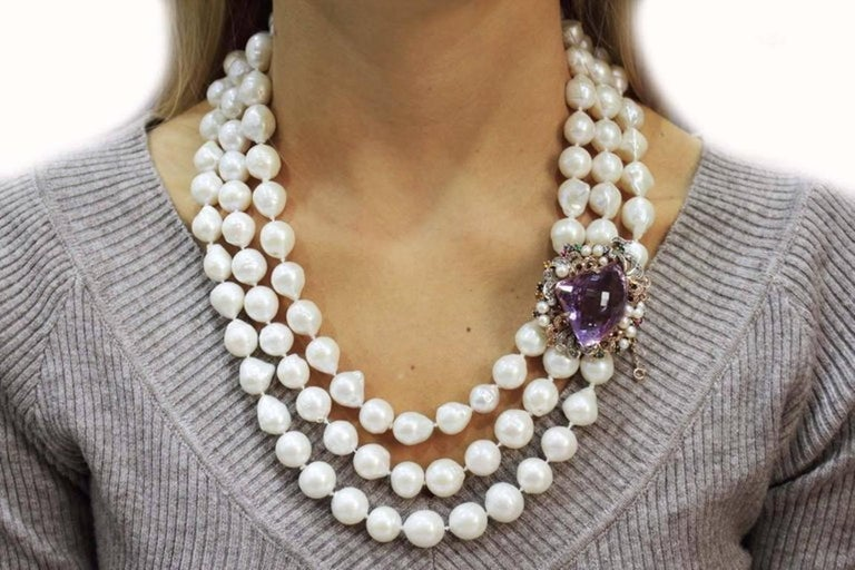Beaded Multi Strands and Amethyst Gold Clasp Necklace In Good Condition For Sale In Marcianise, Caserta
