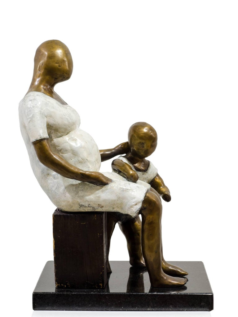 Awaiting. Bronze sculpture with white and golden patina by Beatriz Gerenstein For Sale 1