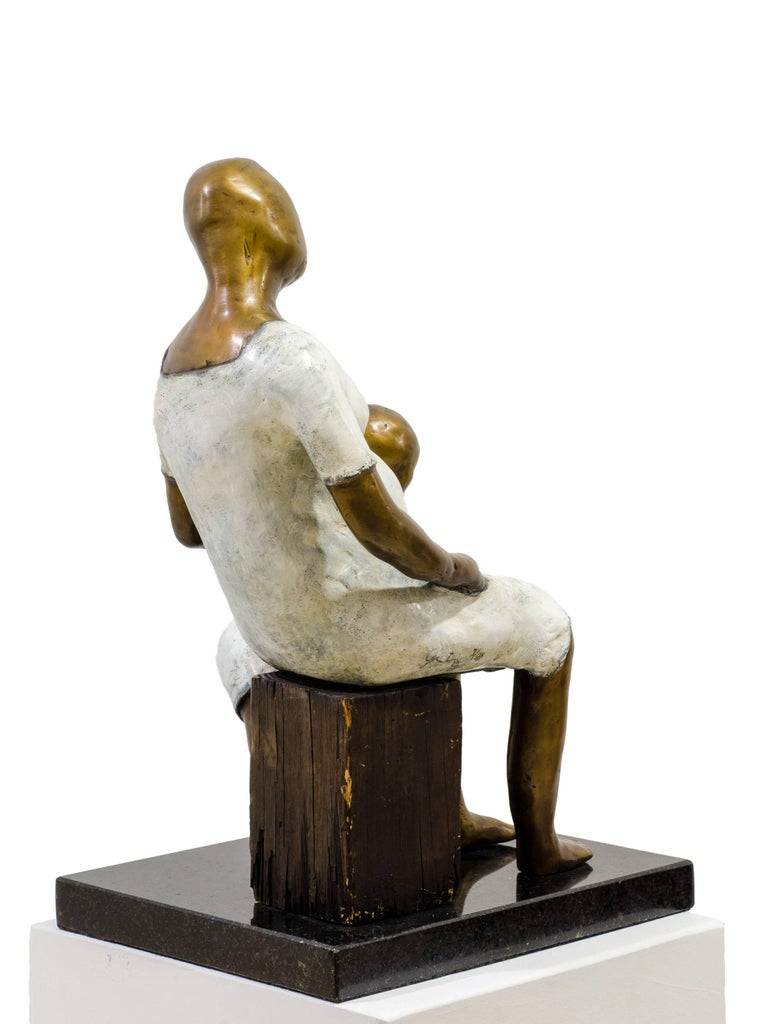 Awaiting. Bronze sculpture with white and golden patina by Beatriz Gerenstein For Sale 2