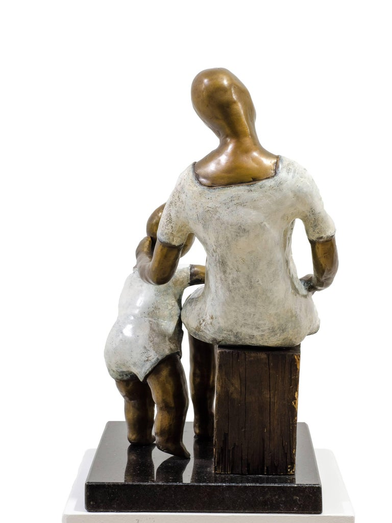 Awaiting. Bronze sculpture with white and golden patina by Beatriz Gerenstein For Sale 3