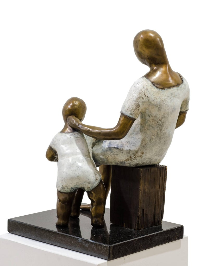 Awaiting. Bronze sculpture with white and golden patina by Beatriz Gerenstein For Sale 4