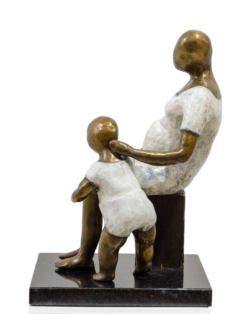 Awaiting. Bronze sculpture with white and golden patina by Beatriz Gerenstein For Sale 5