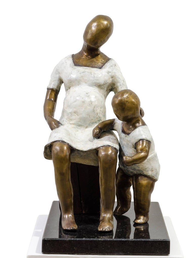 Awaiting. Bronze sculpture with white and golden patina by Beatriz Gerenstein For Sale 7