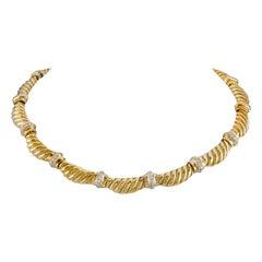 Beautiful 18 Karat Yellow Gold Choker with Diamond