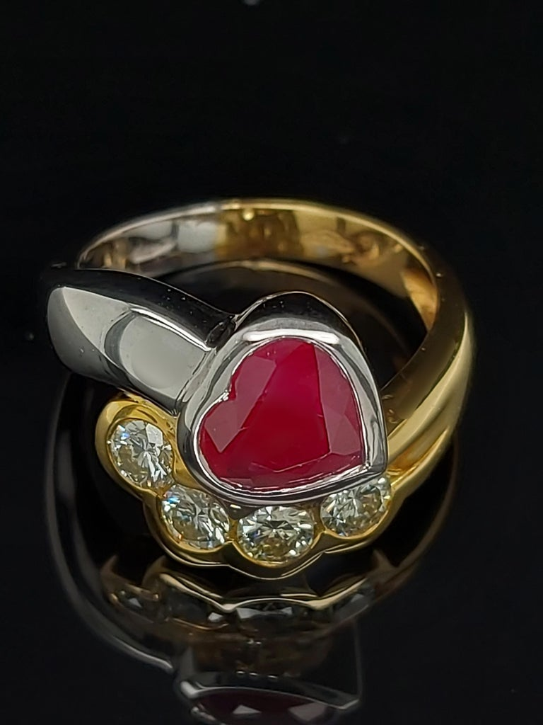 Beautiful 18kt Yellow and White Gold Ring with 4 Diamonds and Heart Shaped Ruby For Sale 4