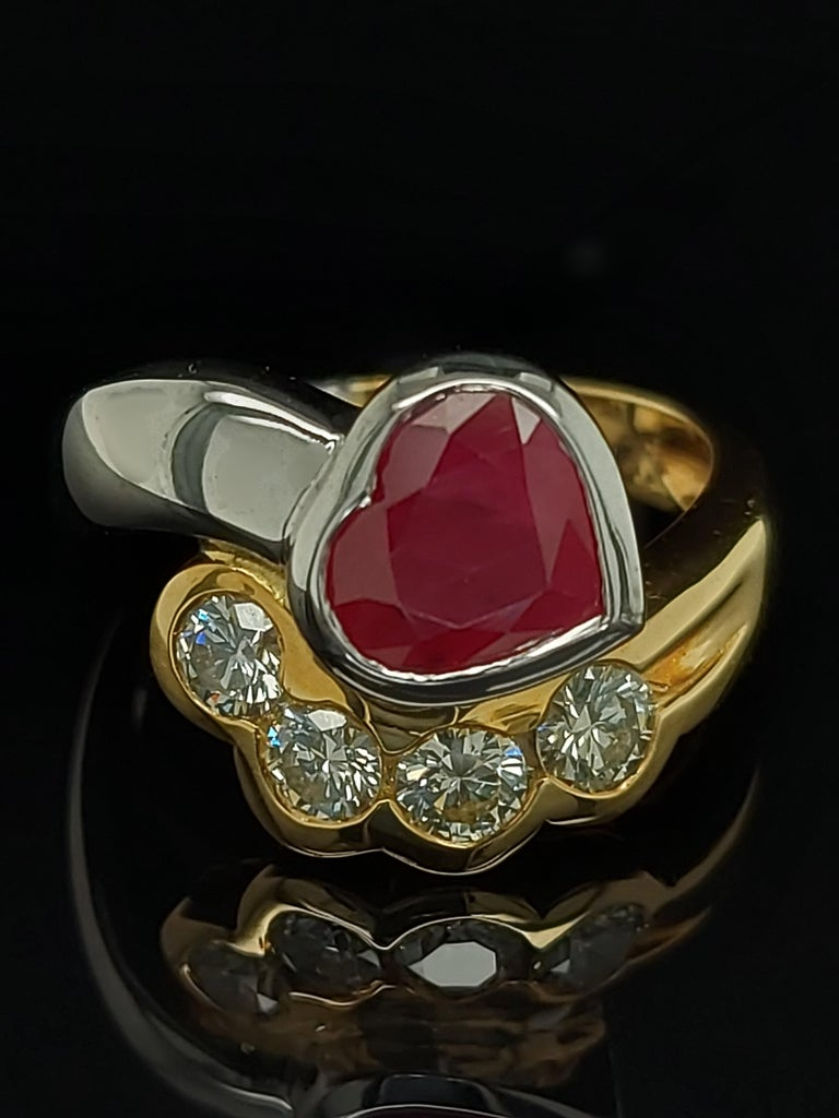 Beautiful 18kt Yellow and White Gold Ring with 4 Diamonds and Heart Shaped Ruby For Sale 7