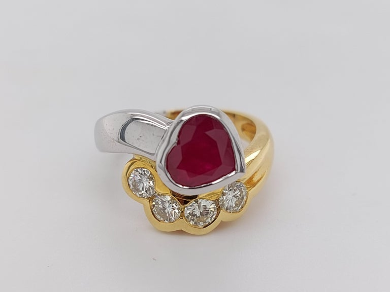 Beautiful 18kt Yellow and White Gold Ring with 4 Diamonds and Heart Shaped Ruby For Sale 10