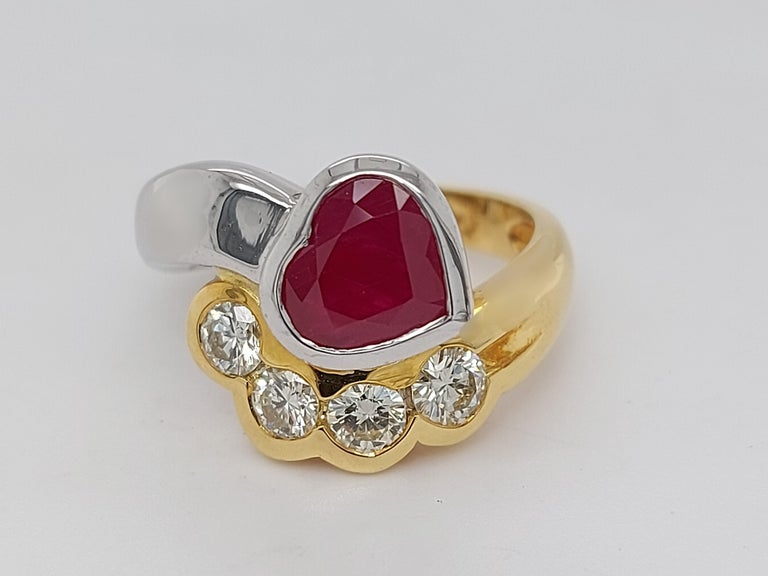 Beautiful 18kt Yellow and White Gold Ring with 4 Diamonds and Heart Shaped Ruby For Sale 11