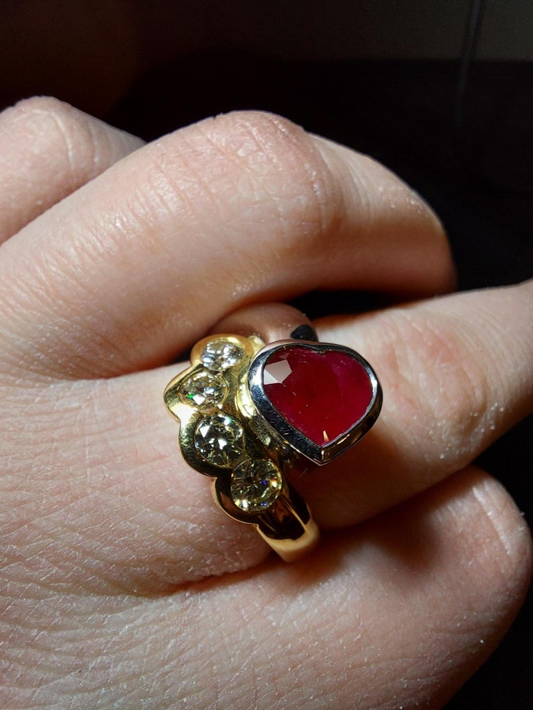 Beautiful 18kt Yellow and White Gold Ring with 4 Diamonds and Heart Shaped Ruby For Sale 13