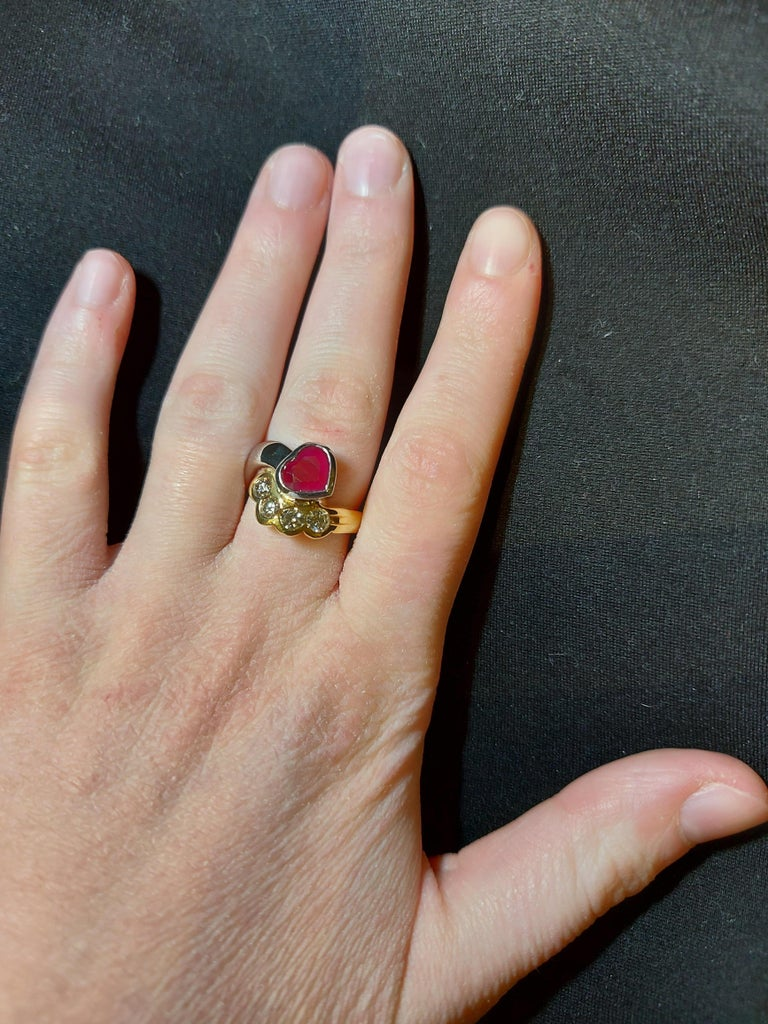 Beautiful 18kt Yellow and White Gold Ring with 4 Diamonds and Heart Shaped Ruby For Sale 14