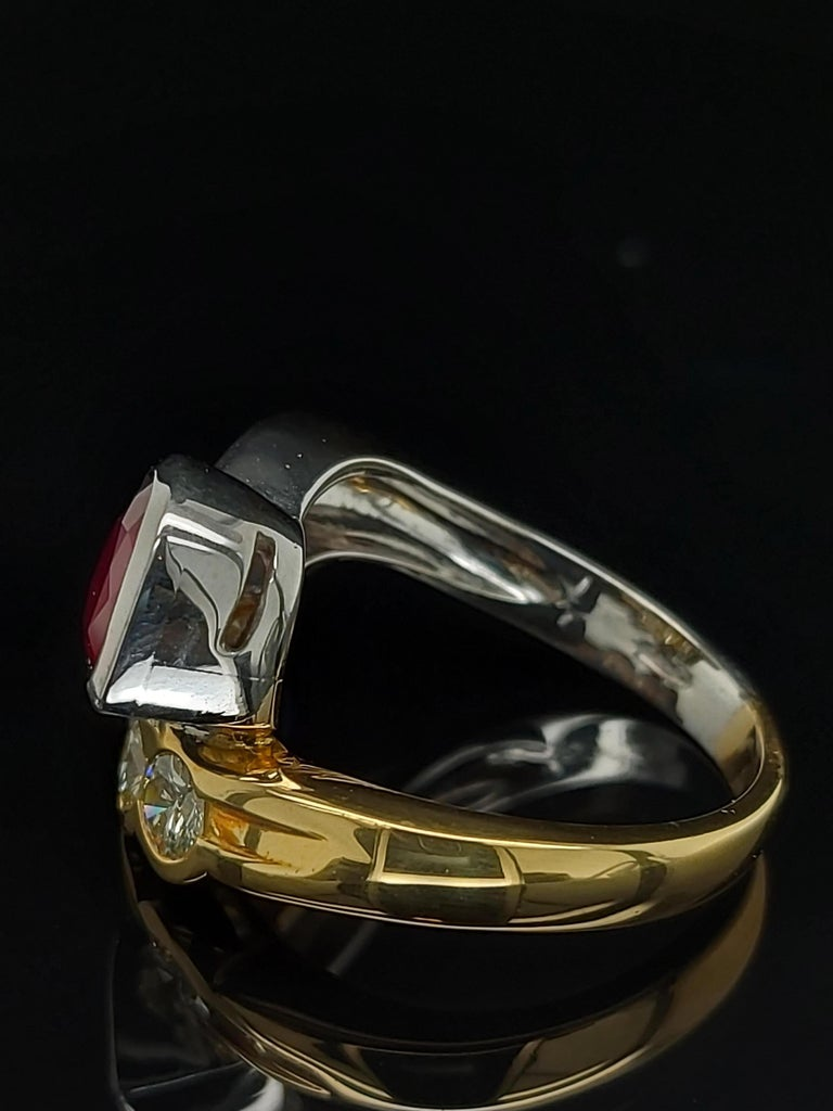 Beautiful 18kt Yellow and White Gold Ring with 4 Diamonds and Heart Shaped Ruby For Sale 2