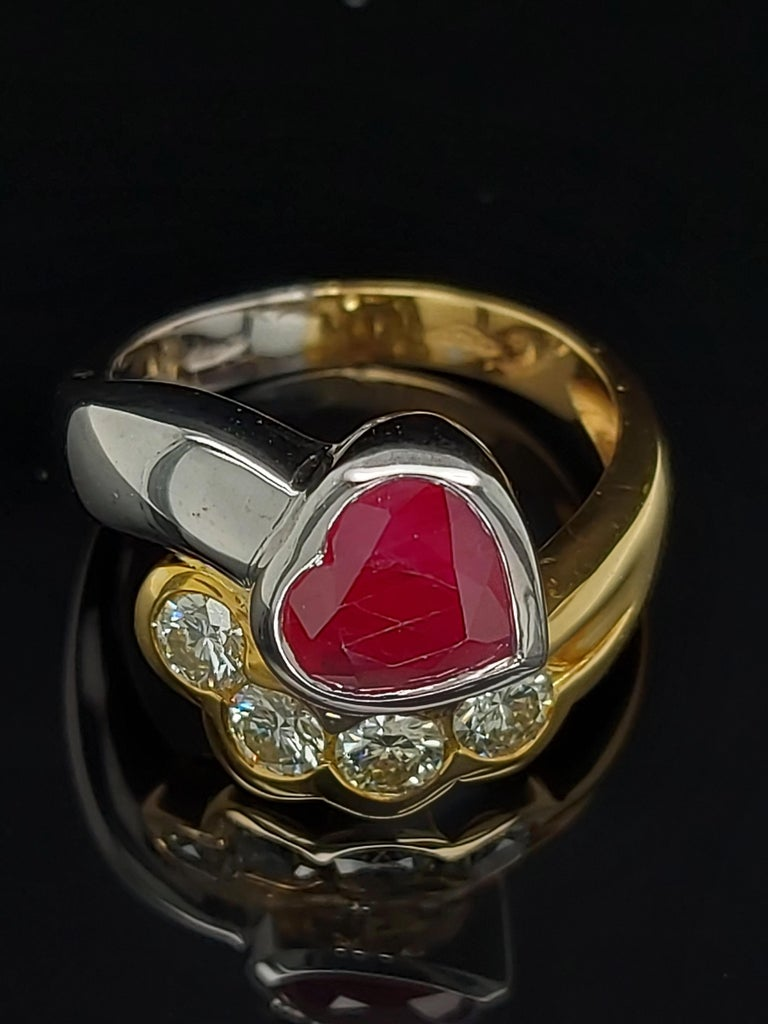 Beautiful 18kt Yellow and White Gold Ring with 4 Diamonds and Heart Shaped Ruby For Sale 3