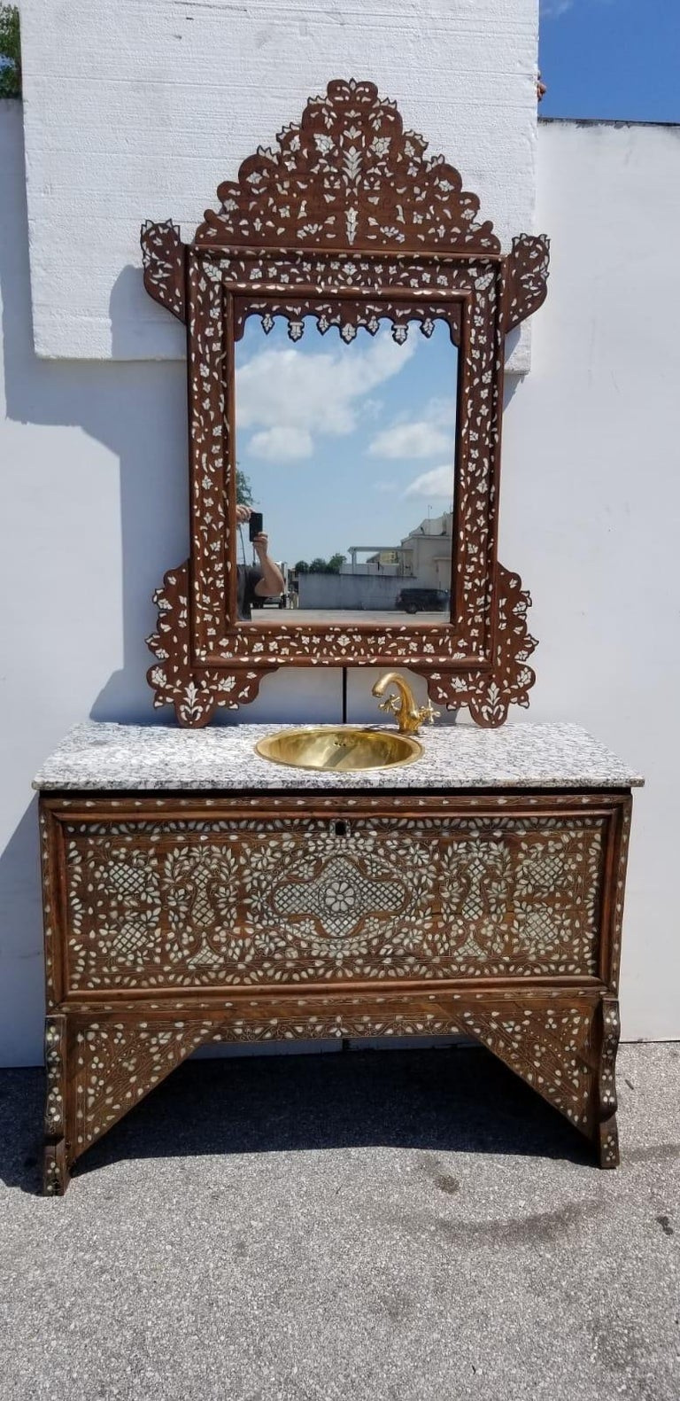 Moroccan Beautiful 1900s Middle Eastern Mother of Pearl Vanity and Mirror For Sale