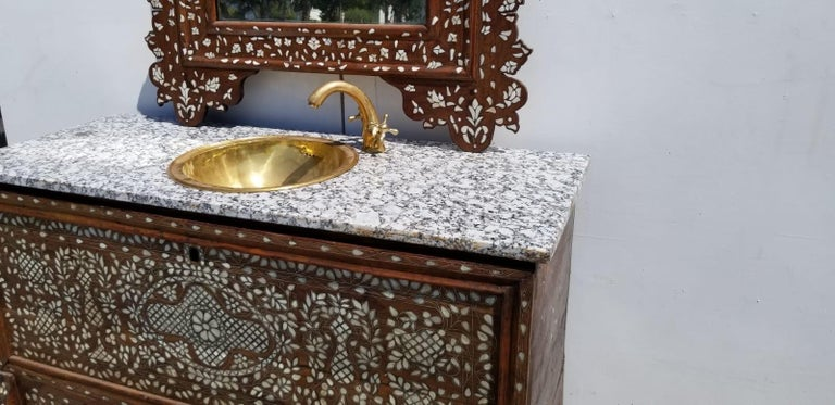 Early 20th Century Beautiful 1900s Middle Eastern Mother of Pearl Vanity and Mirror For Sale