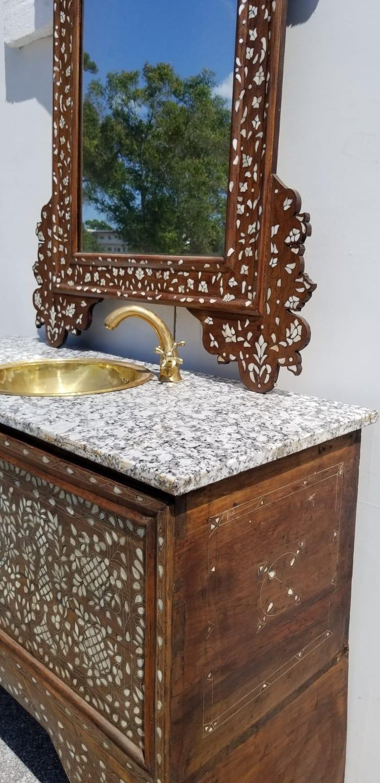 Mother-of-Pearl Beautiful 1900s Middle Eastern Mother of Pearl Vanity and Mirror For Sale