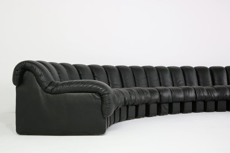 Beautiful 1980s Black De Sede DS 600 Lounge Leather Sofa in Full Leather Edition For Sale 4