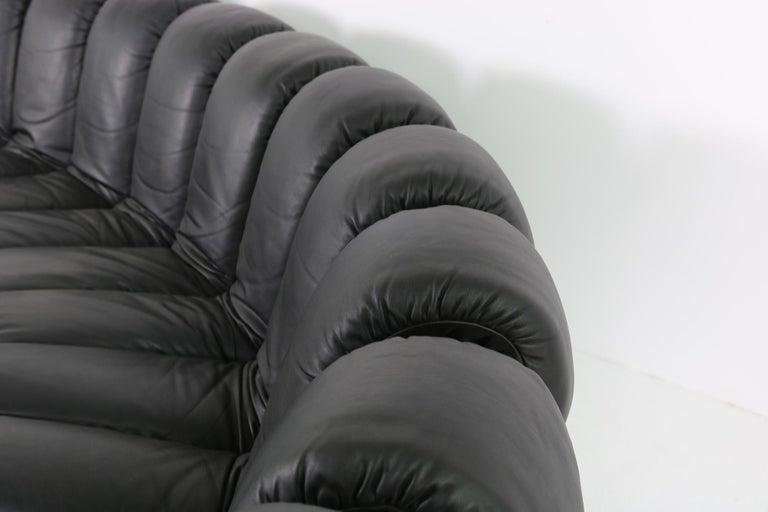 Beautiful 1980s Black De Sede DS 600 Lounge Leather Sofa in Full Leather Edition For Sale 7