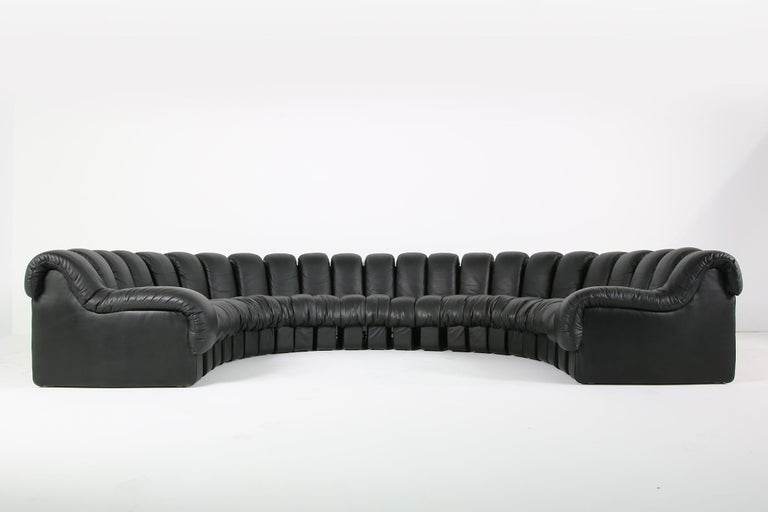 Beautiful 1980s Black De Sede DS 600 Lounge Leather Sofa in Full Leather Edition For Sale 2