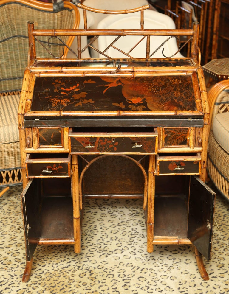 Beautiful 19th Century English Bamboo Ladies Knee-Hole Desk In Excellent Condition For Sale In West Palm Beach, FL