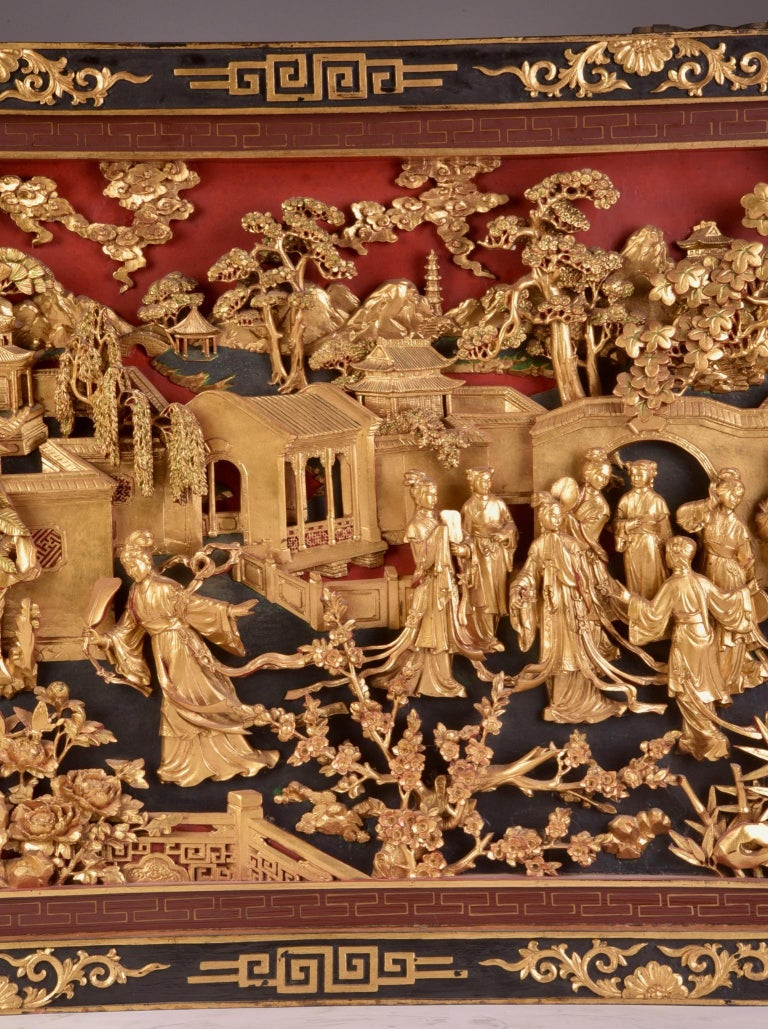 Beautiful antique Chinese Gold Gilt Hand Carved Wooden Wall Panel In Good Condition In Ulestraten, Limburg