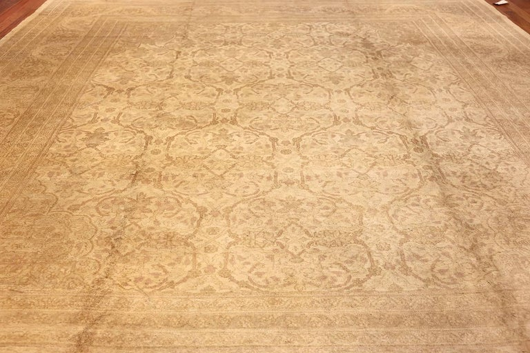 Beautiful Antique Indian Agra Carpet. Size: 12 ft x 13 ft 10 in For Sale 3
