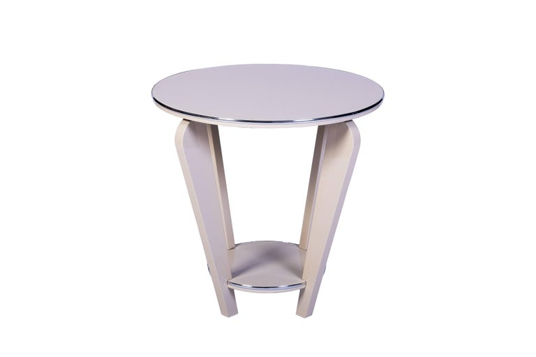 This beautiful Art Deco end or side table features a conical design with curved legs, chrome detailing and a beautiful high gloss white lacquer finish.