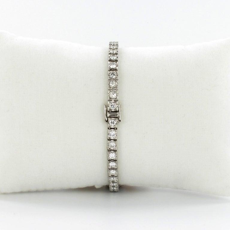 Beautiful Art Deco Style Ladies Bracelet Watch with Diamonds in Platinum 950 For Sale 4