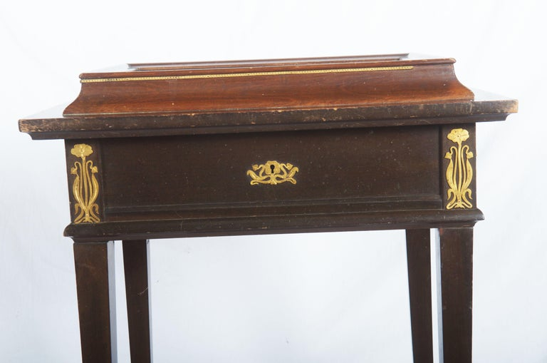 Beautiful Art Nouveau Display Console Table For Sale 4