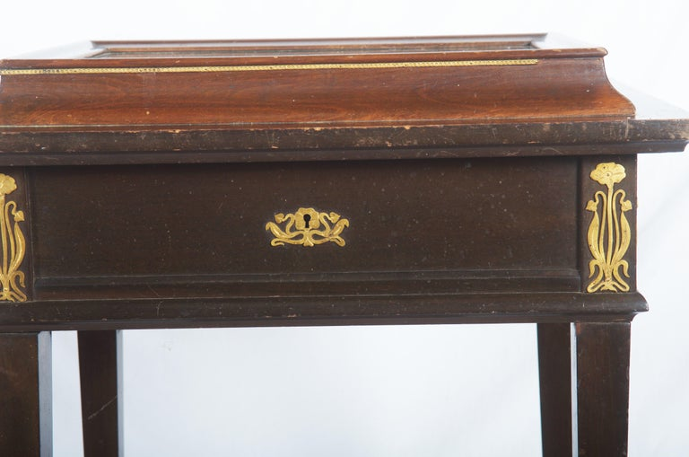 Beautiful Art Nouveau Display Console Table For Sale 5