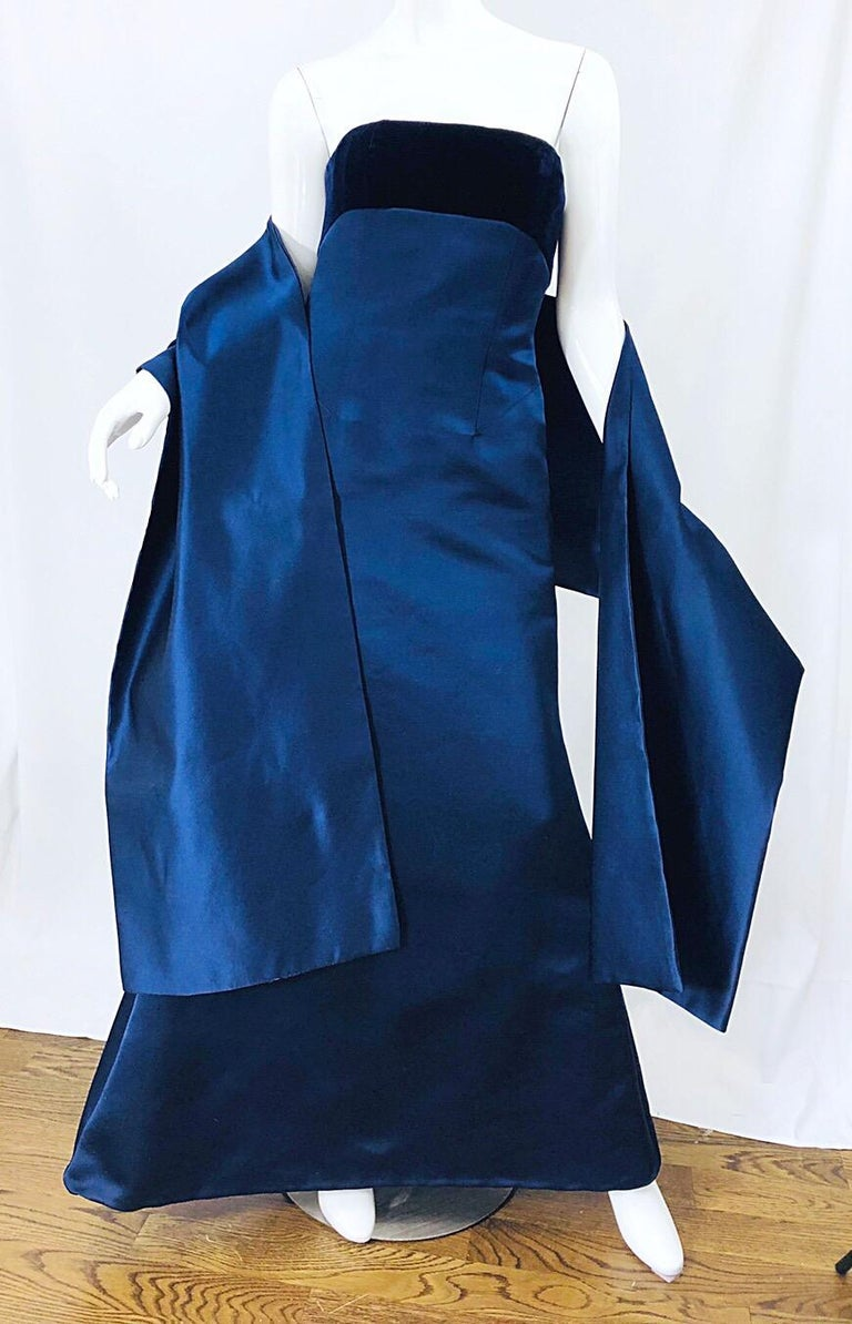 Beautiful Bill Blass Vintage Sz 6 / 8 Navy Blue Silk Satin 90s Gown + Shawl  In Excellent Condition For Sale In Chicago, IL