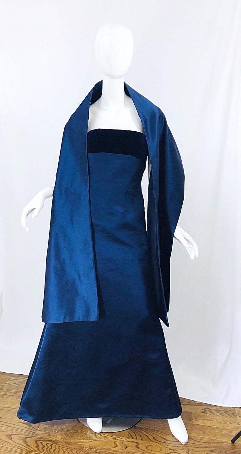 Beautiful Bill Blass Vintage Sz 6 / 8 Navy Blue Silk Satin 90s Gown + Shawl  For Sale 1