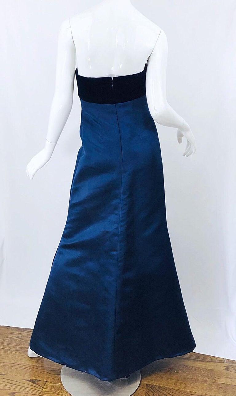 Beautiful Bill Blass Vintage Sz 6 / 8 Navy Blue Silk Satin 90s Gown + Shawl  For Sale 3