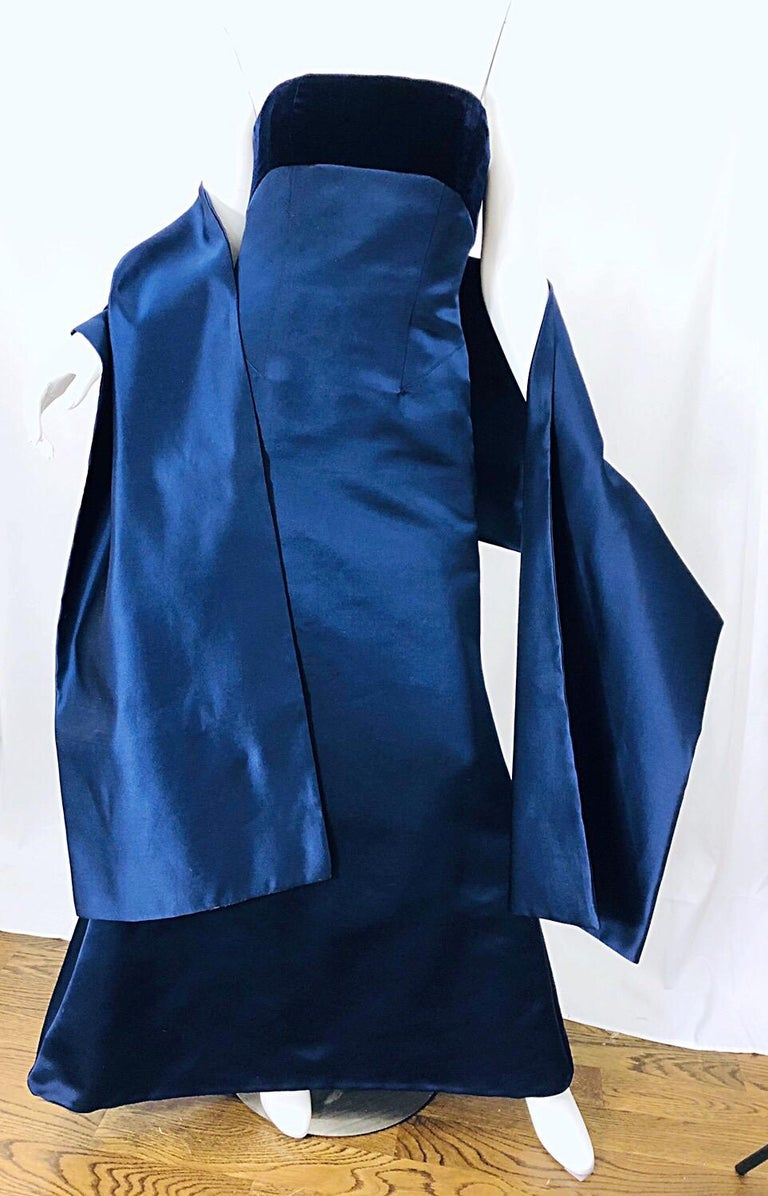 Beautiful Bill Blass Vintage Sz 6 / 8 Navy Blue Silk Satin 90s Gown + Shawl  For Sale 4