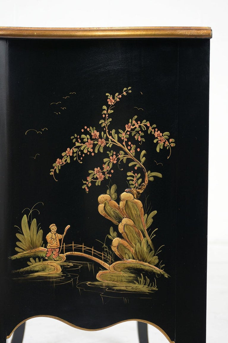 Beautiful Chinoiserie Style Chest of Drawers For Sale 3