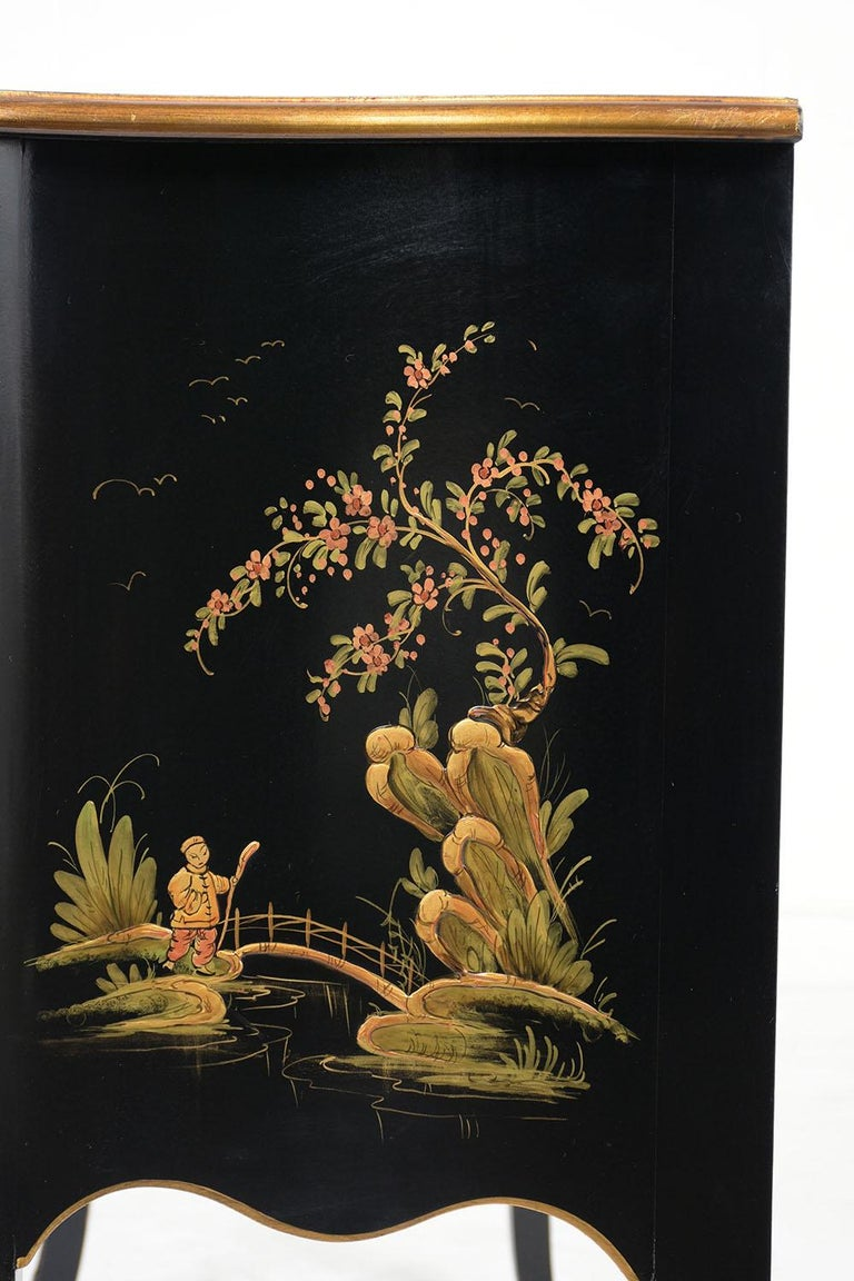 Beautiful Chinoiserie Style Chest of Drawers For Sale 2