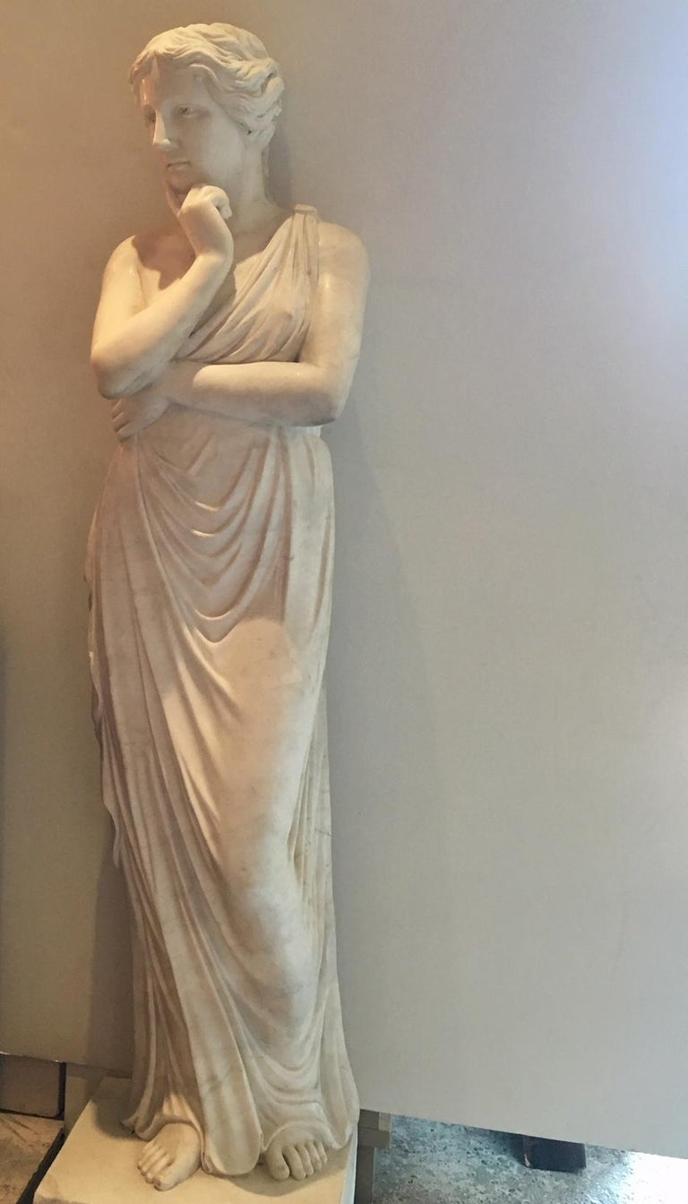 Beautiful Classical Hand-Carved Life-Sized Statue of Venus In Good Condition For Sale In Baambrugge, NL