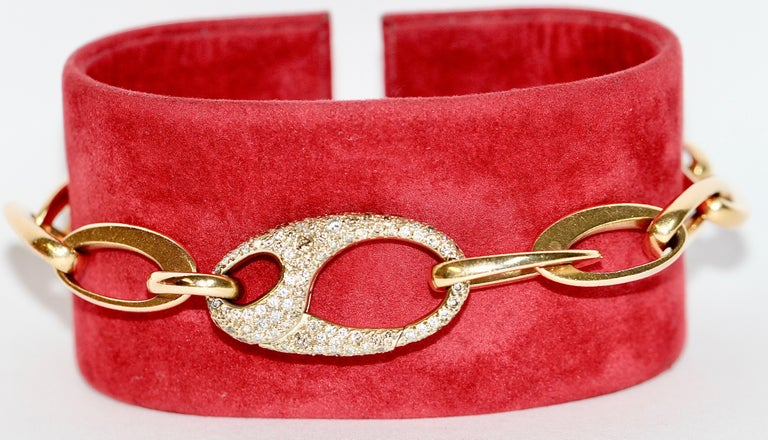 Modern Beautiful Designer Chain Bracelet Made by Pomellato, 18 Karat Gold with Diamonds For Sale