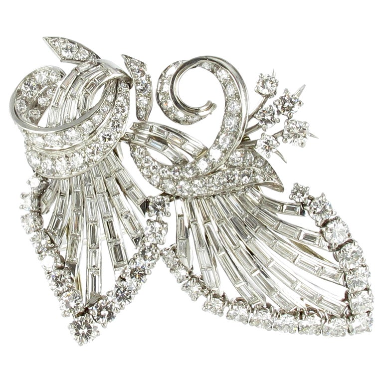 Beautiful Diamond Double Clip Brooch in Platinum 950 For Sale