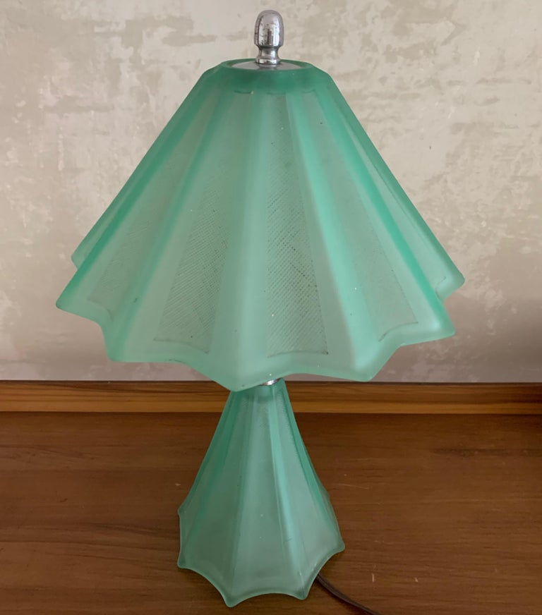 Beautiful French Art Deco Table Lamp In Good Condition For Sale In Munich, DE