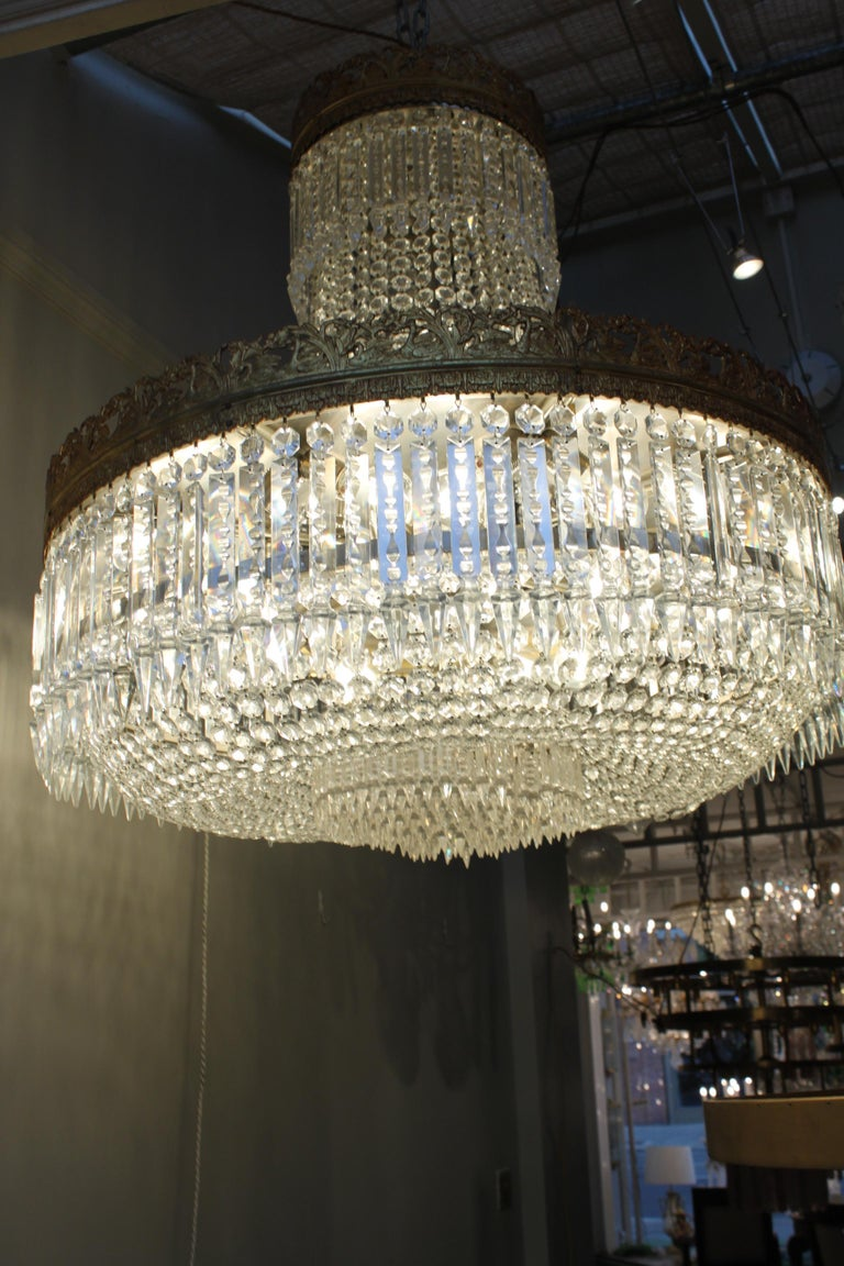 Beautiful French Basket Crystal Chandelier, circa 1920 33-Light In Good Condition For Sale In London, GB