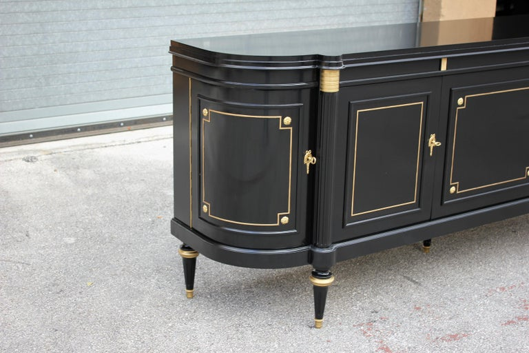 Beautiful French Louis XVI Antique Sideboard or Buffet, circa 1910s For Sale 5