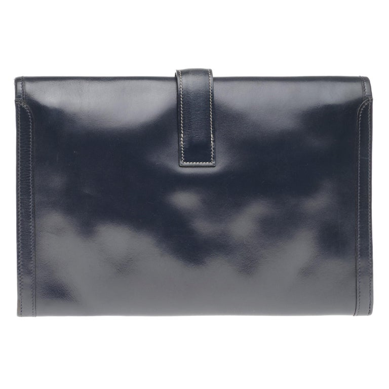 Beautiful clutch Hermes Jige in navy blue box leather, white stitching, handmade.  Closure H on flap. Interior lining in beige canvas. Signature: