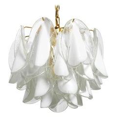 Beautiful large 1980s Gino Vistosi chandelier with white Murano glass