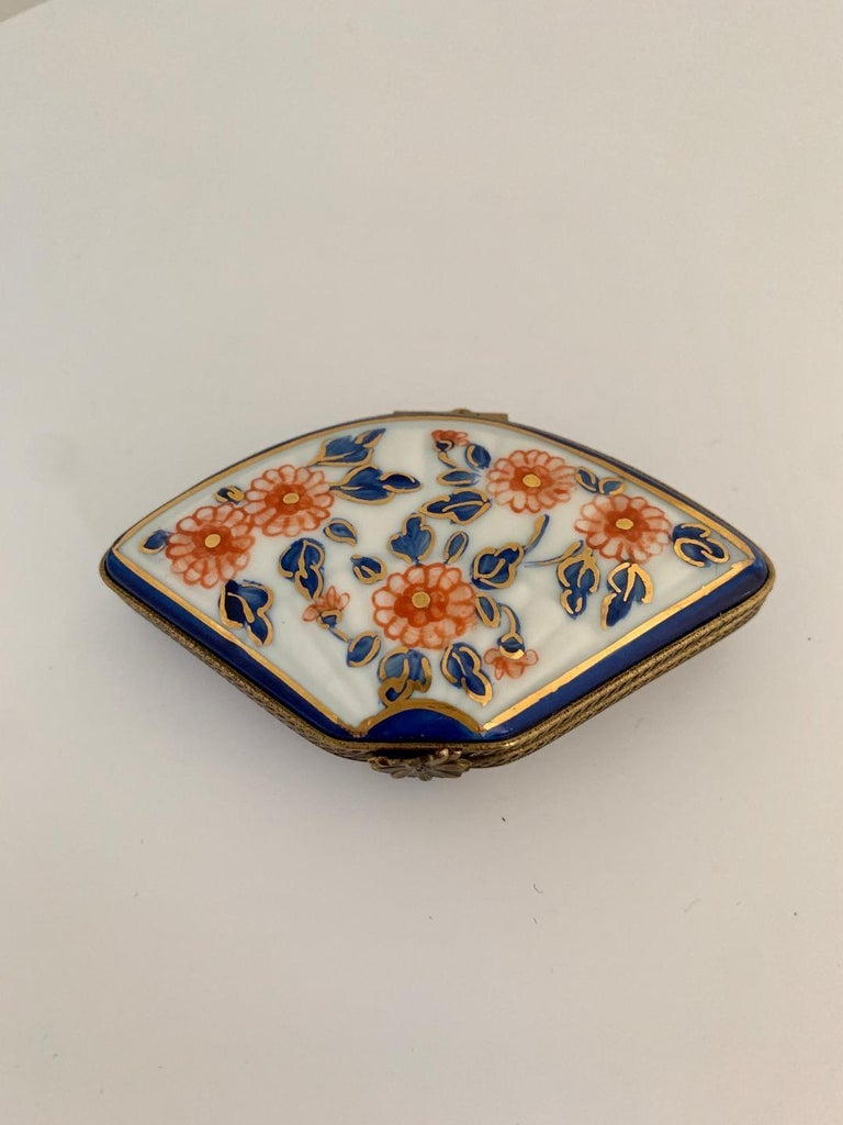French Beautiful Limoges France Hand Painted Porcelain Fan Trinket Box For Sale